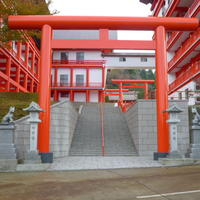 狛犬・燈籠・参道の階段・壁・敷石