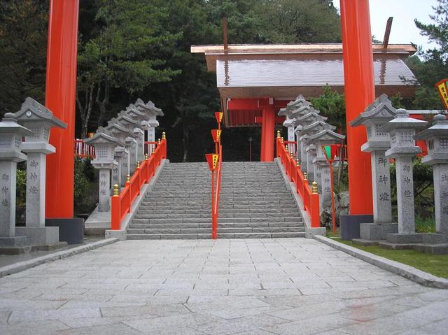 参道の階段・敷石・燈籠