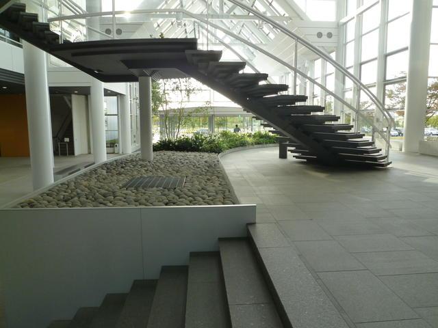 1階アトリューム・床・階段