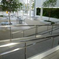 1階アトリューム・床・スロープ